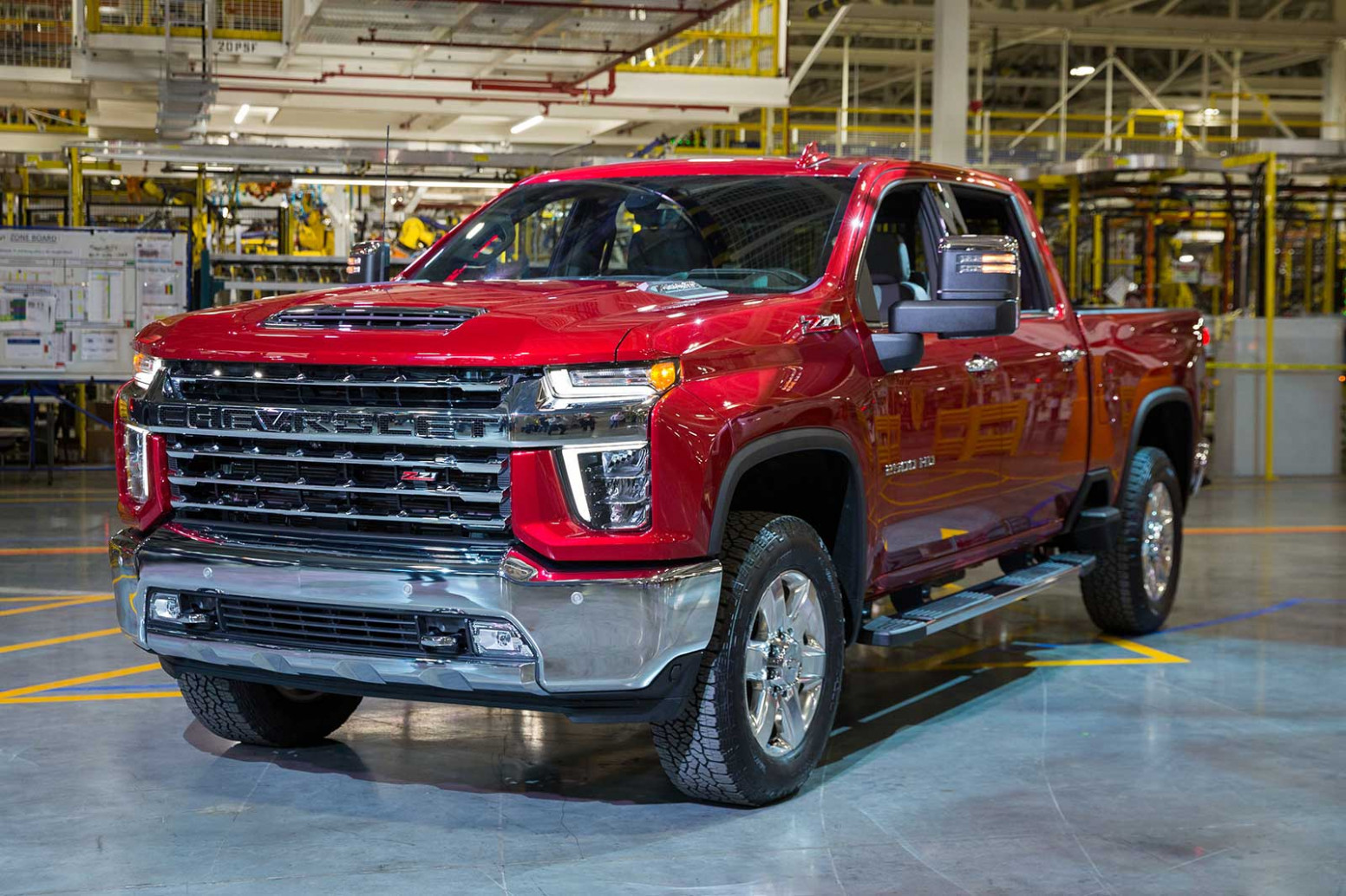 8 Chevy Silverado HD Brings Fight to Ford and Ram This Summer ...