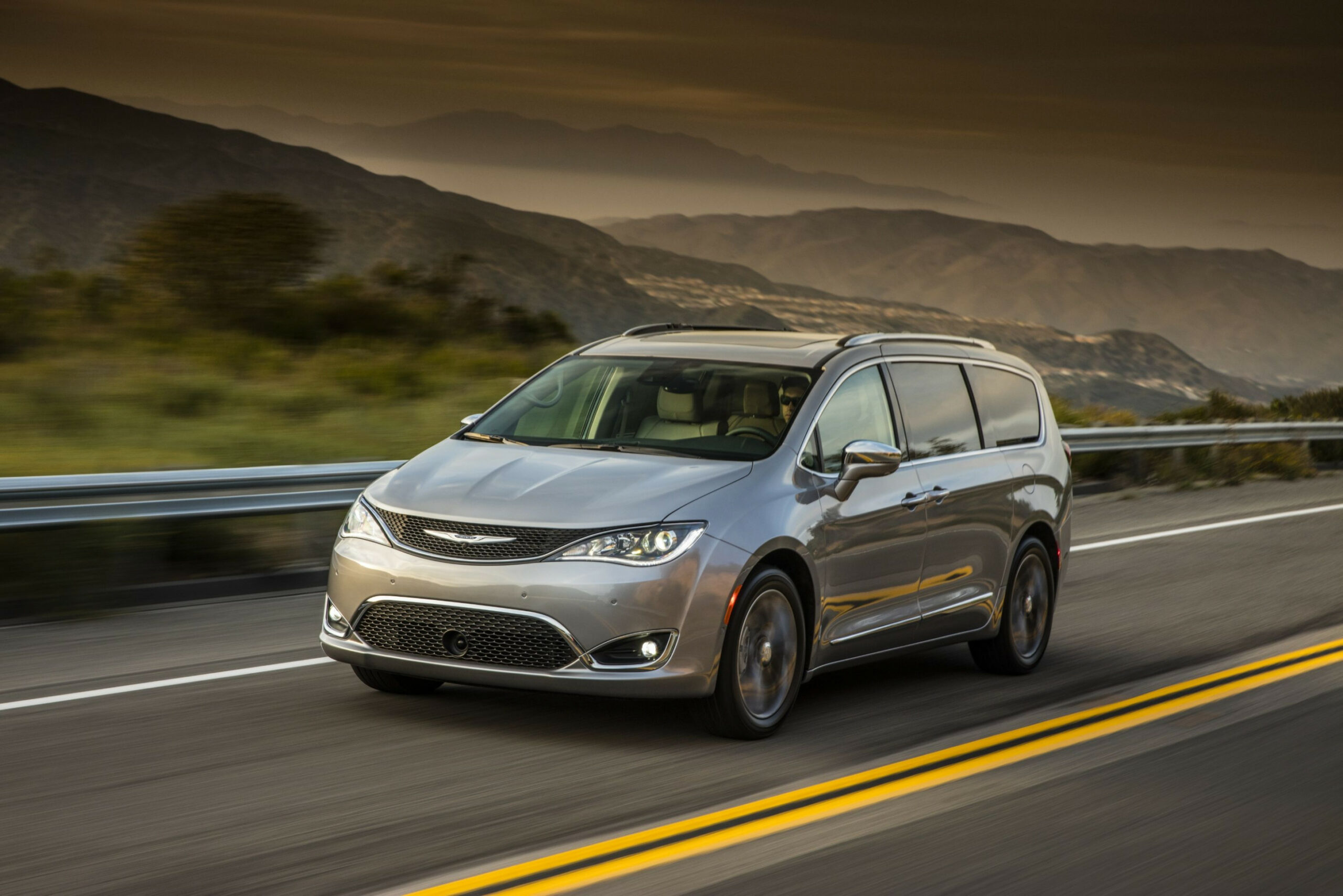 8 Chrysler Pacifica Review, Pricing, and Specs