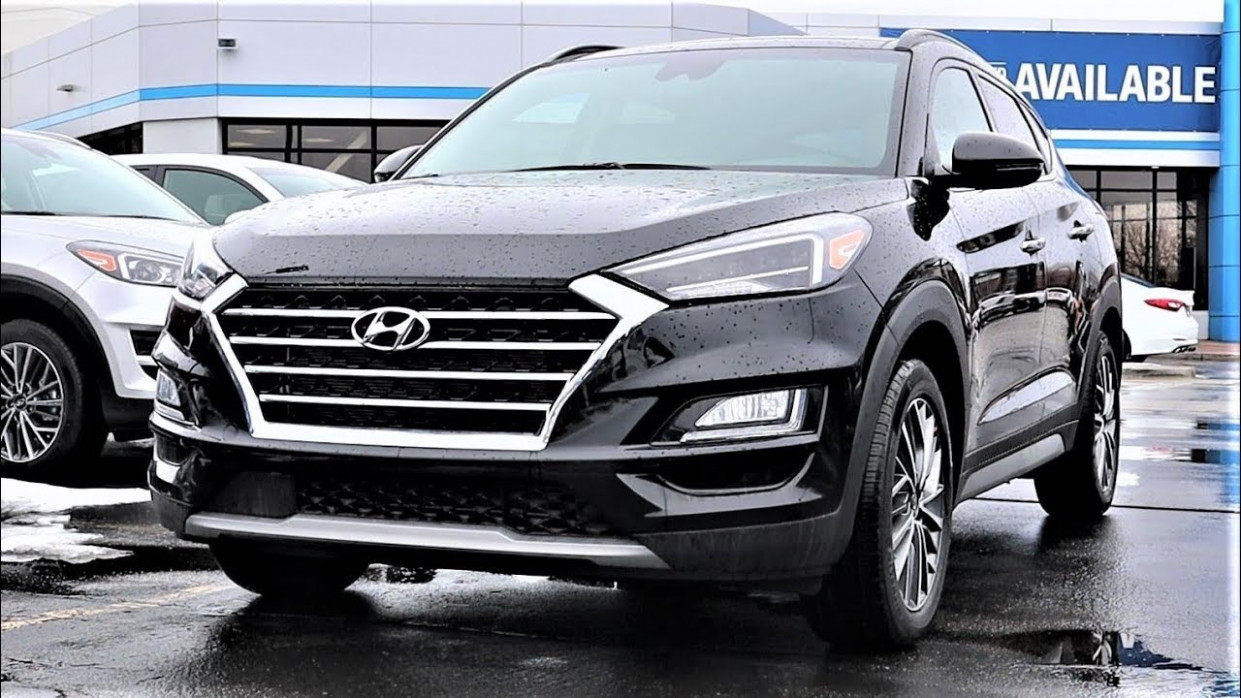 8 Hyundai Tucson Ultimate: Is This Better Than The RAV8 And CR-V???