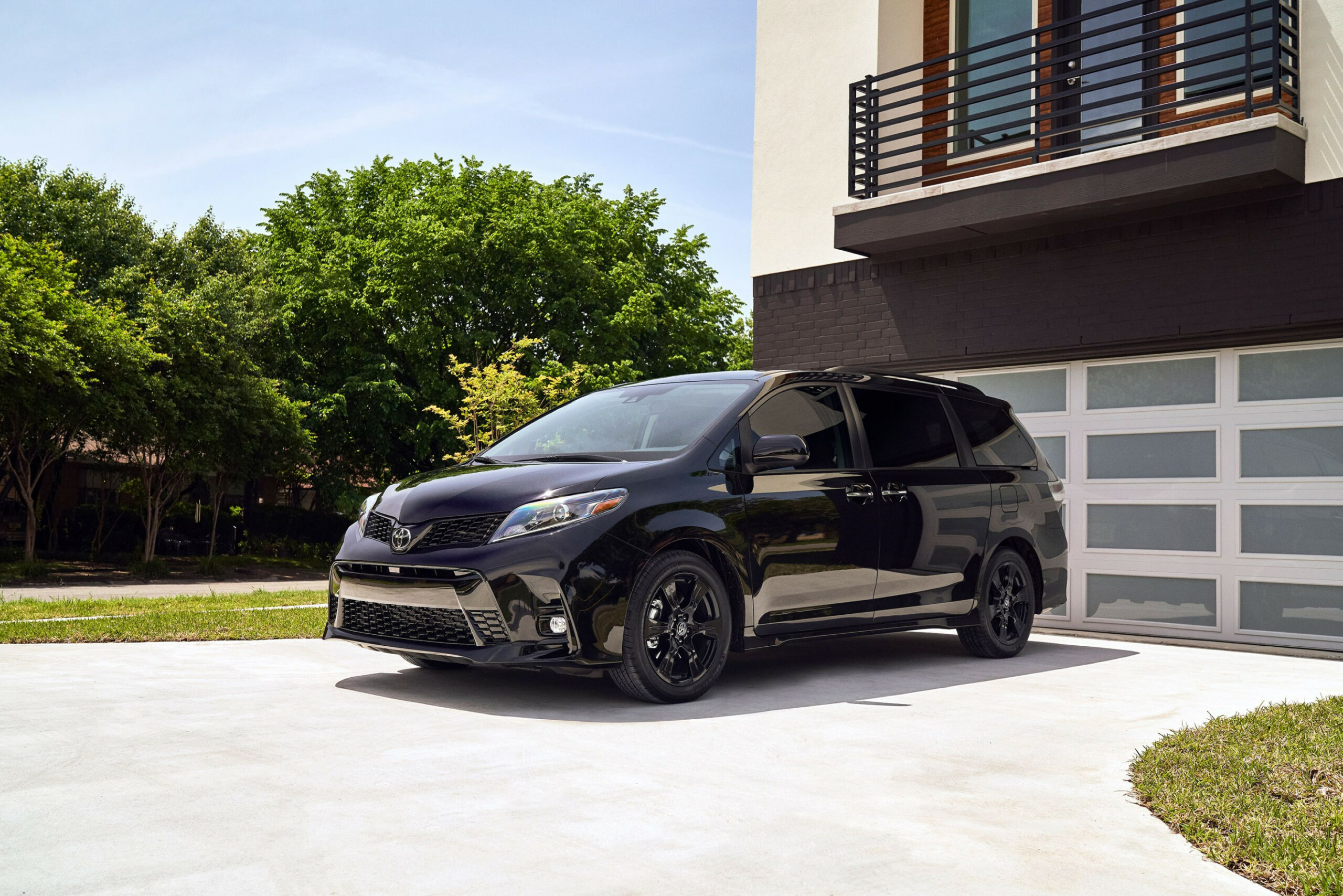 8 Toyota Sienna Review, Pricing, and Specs
