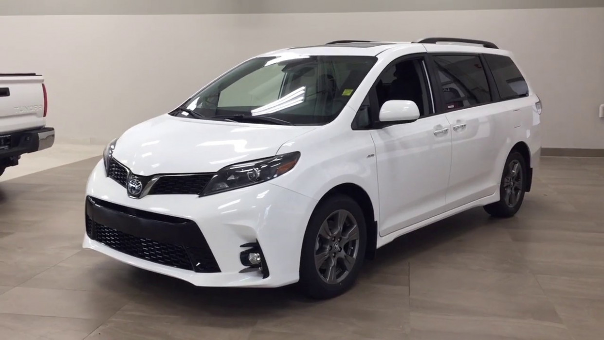 8 Toyota Sienna SE AWD Review