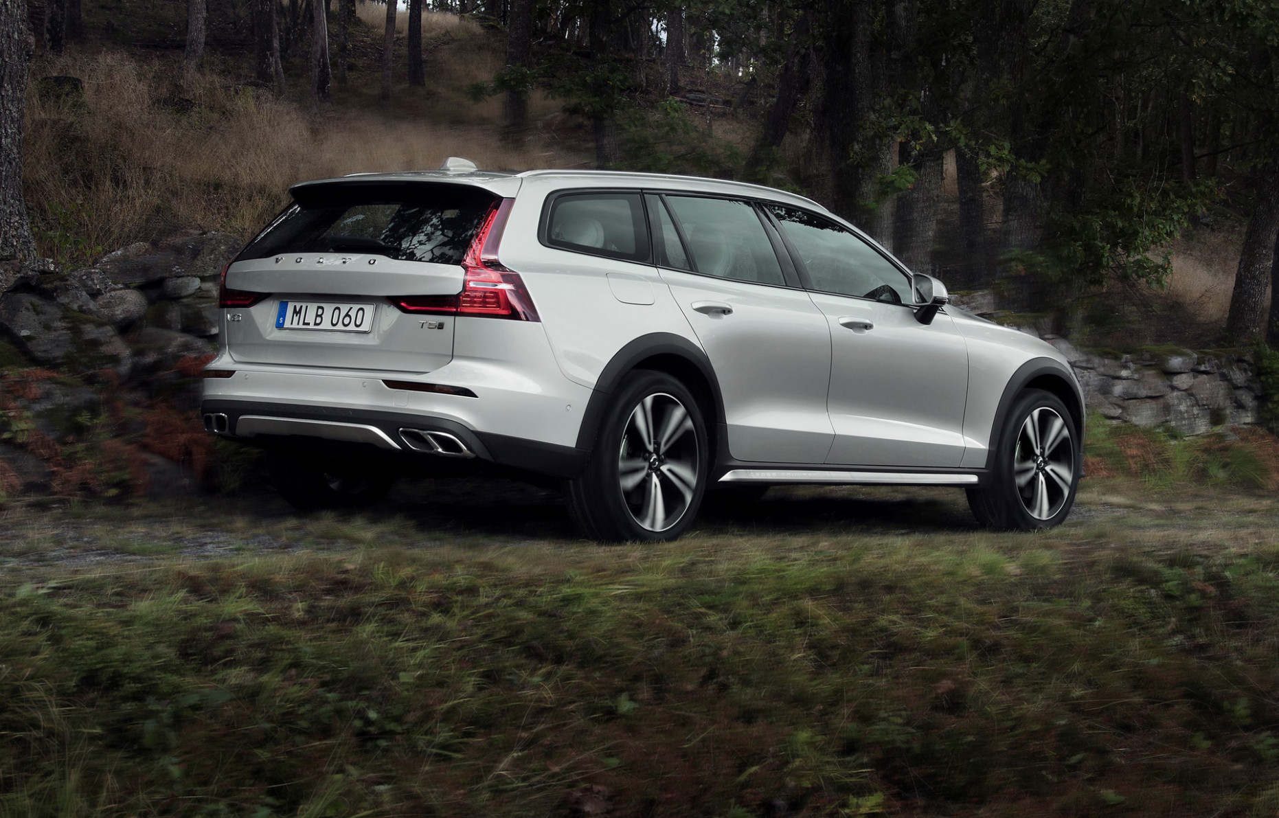 8 Volvo V8 Cross Country is proof SUVs aren't always necessary