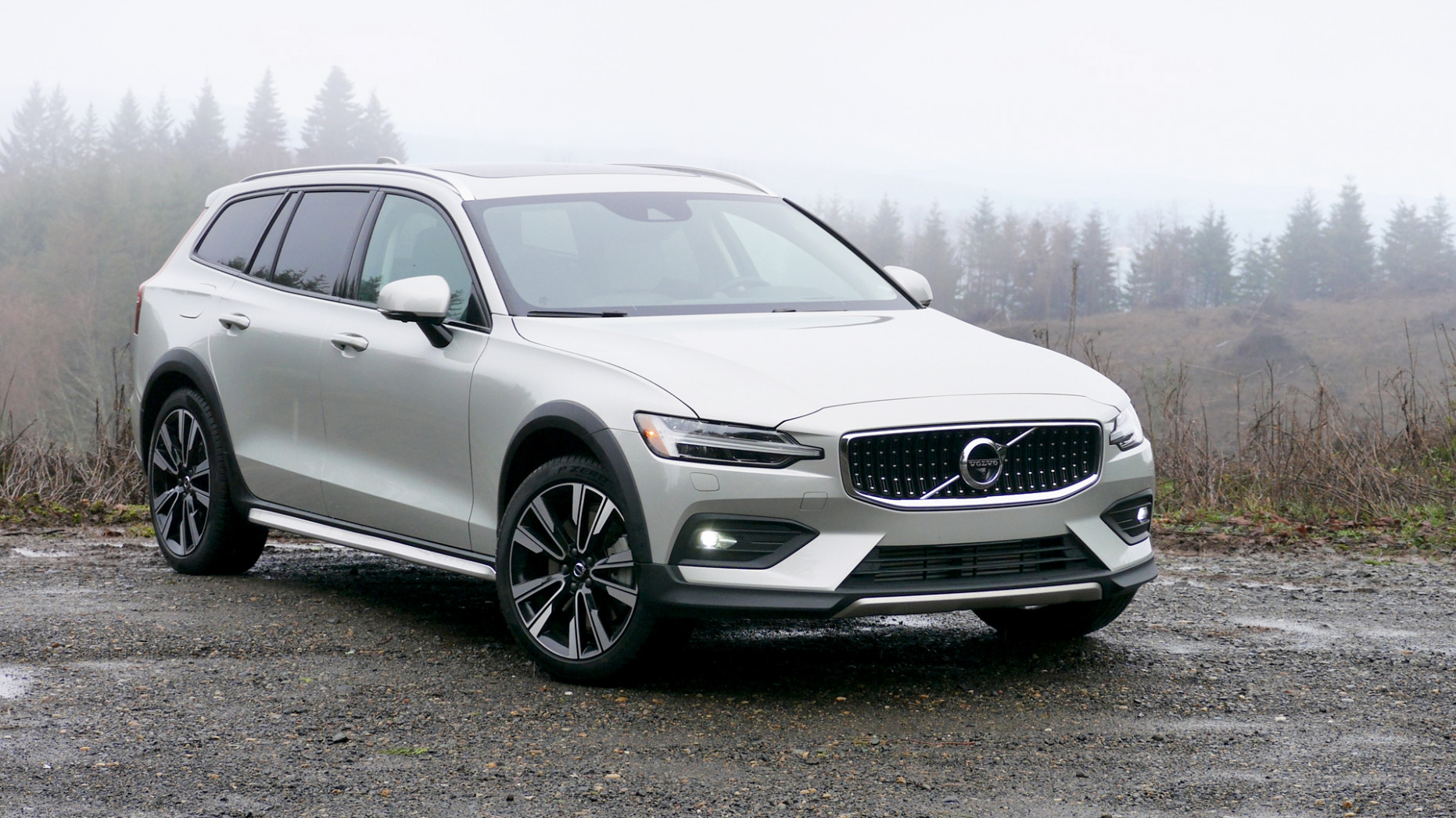 8 Volvo V8 Cross Country T8 Review   Styling, interior, engine ...