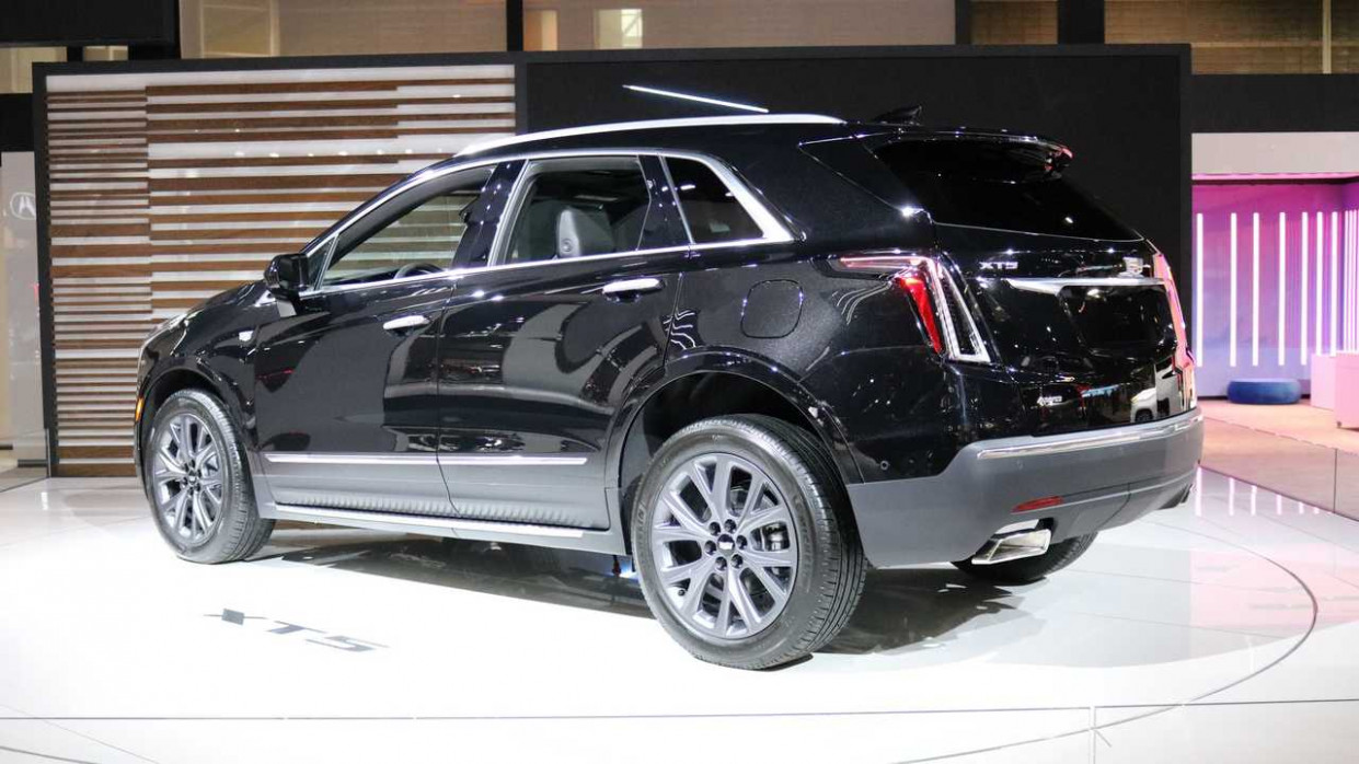 Cadillac Believes XT8 Compact Crossover Would Make A Good Hearse