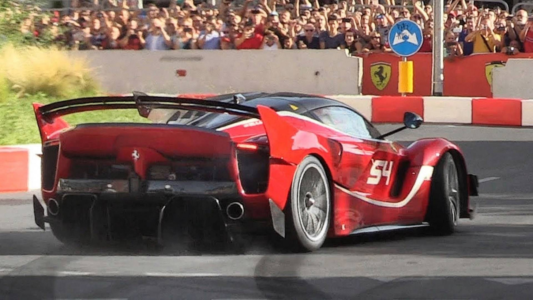 Ferrari FXX K Evo Sounds Absolutely Epic While Tackling Tight Circuit - 2020 ferrari fxx k evo
