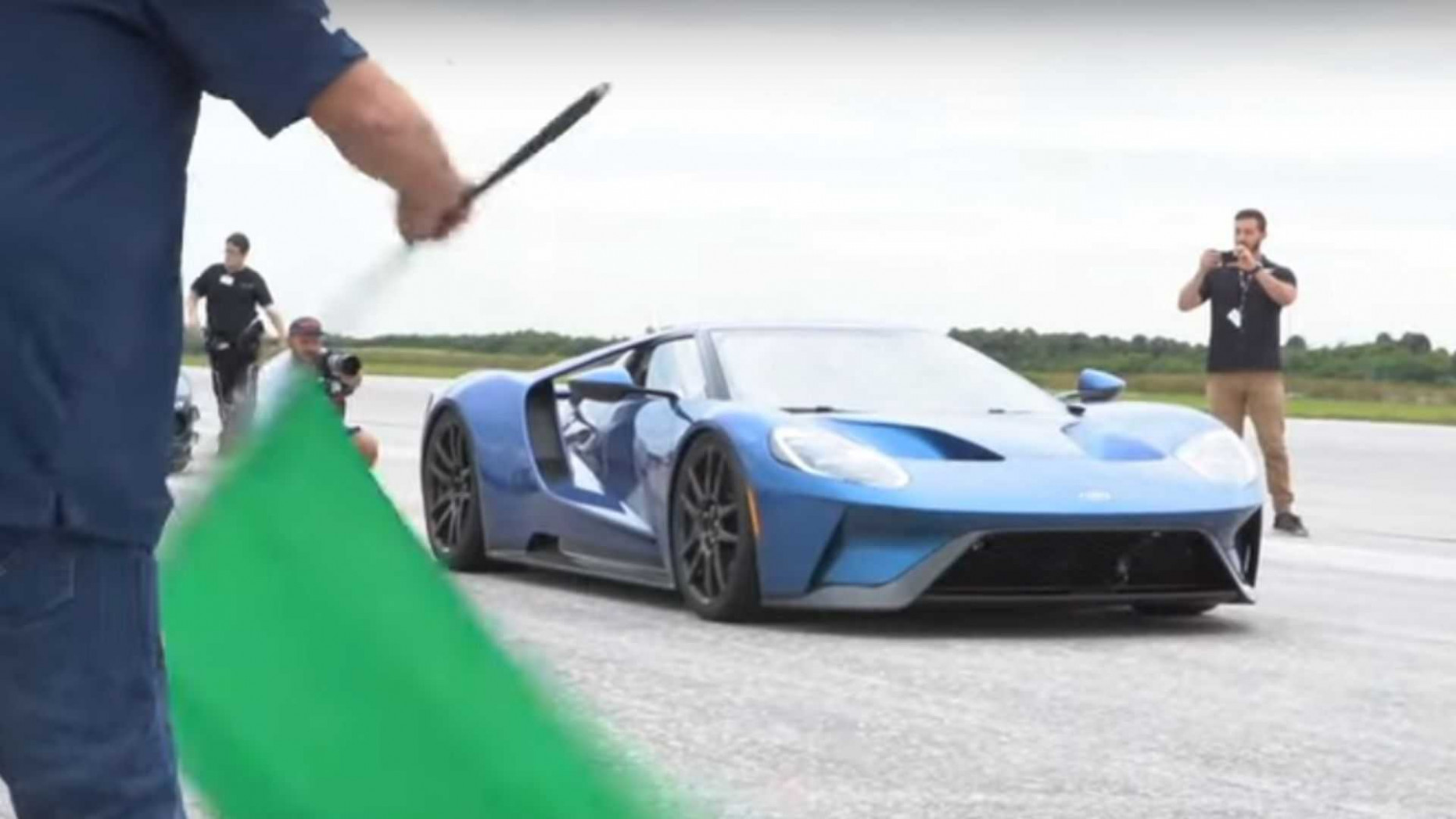 Ford GT Attempts Top Speed Run On 6