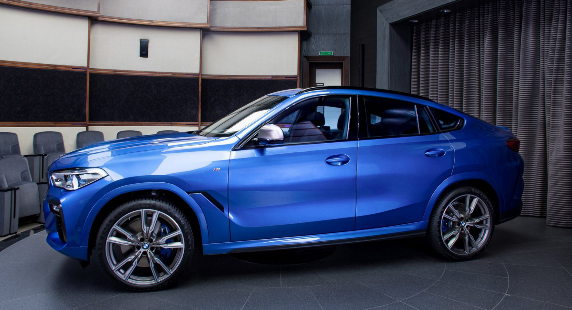 How Does Riverside Blue Look On The 7 BMW X7 M7i? | Carscoops - 2020 bmw blue colors