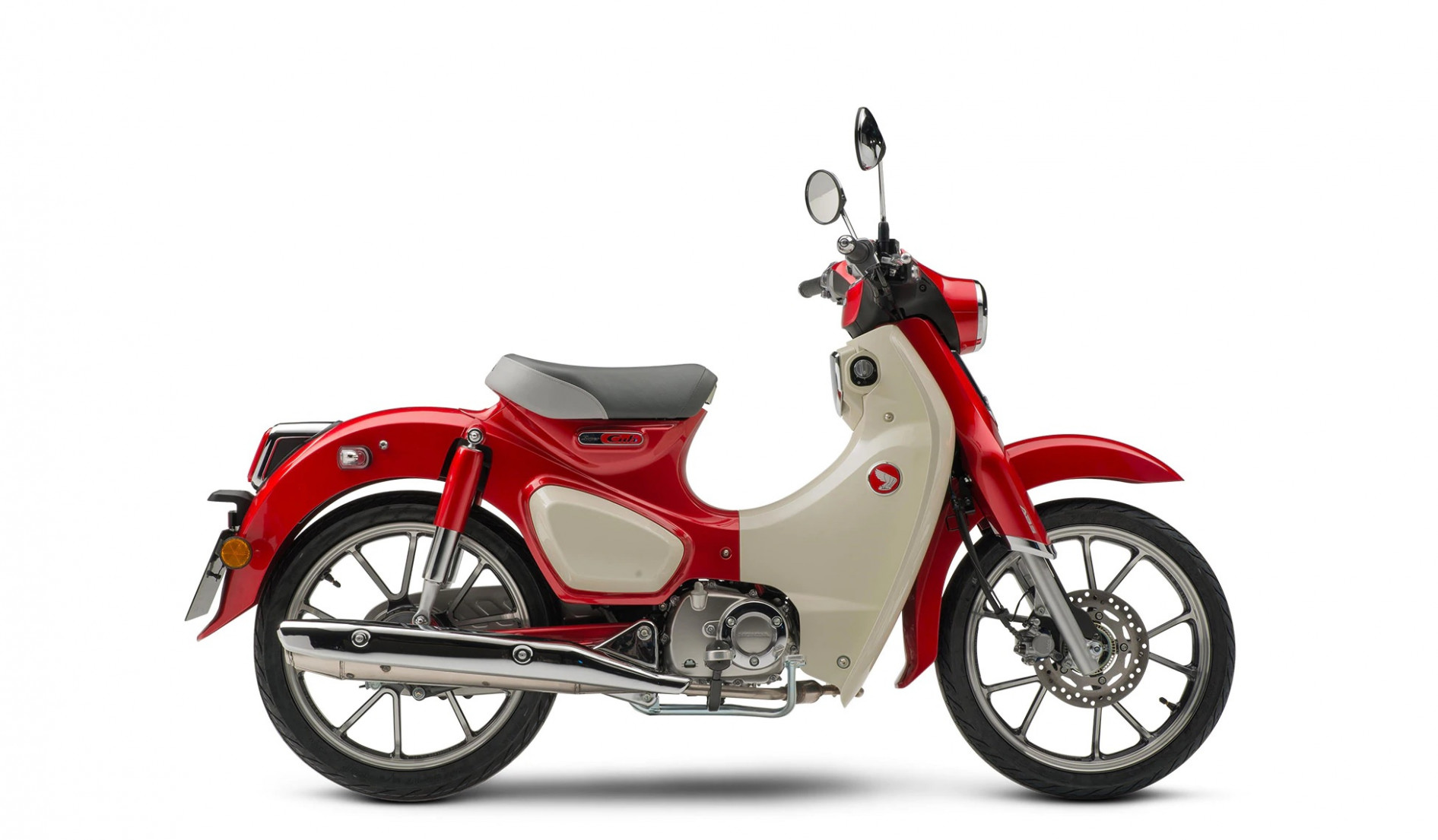 Is a Vespa or Honda Super Cub Better for Urban Riders? - 2020 honda super cub