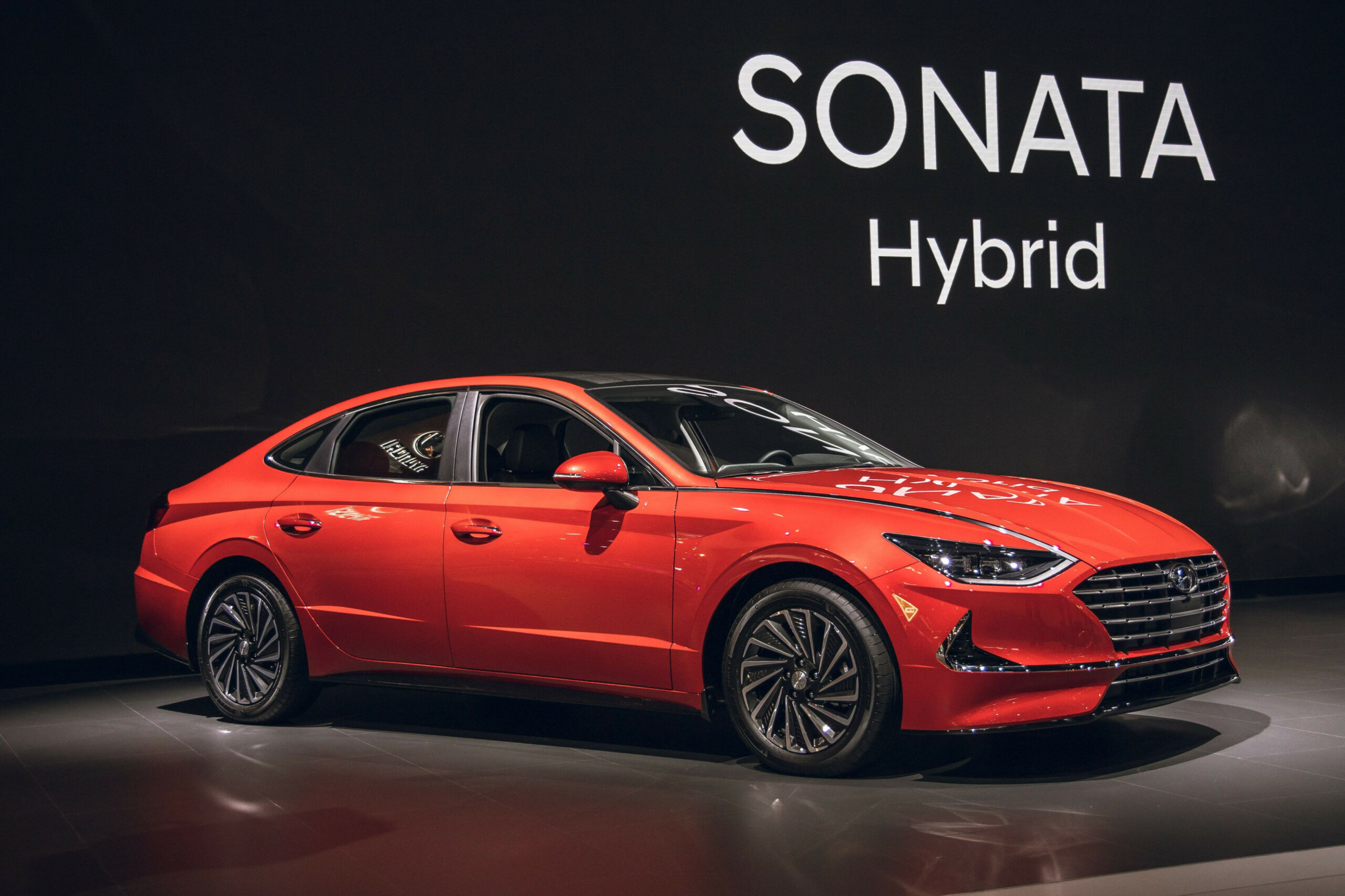 New 8 Hyundai Sonata Hybrid Has a Solar Roof, Up to 8 MPG