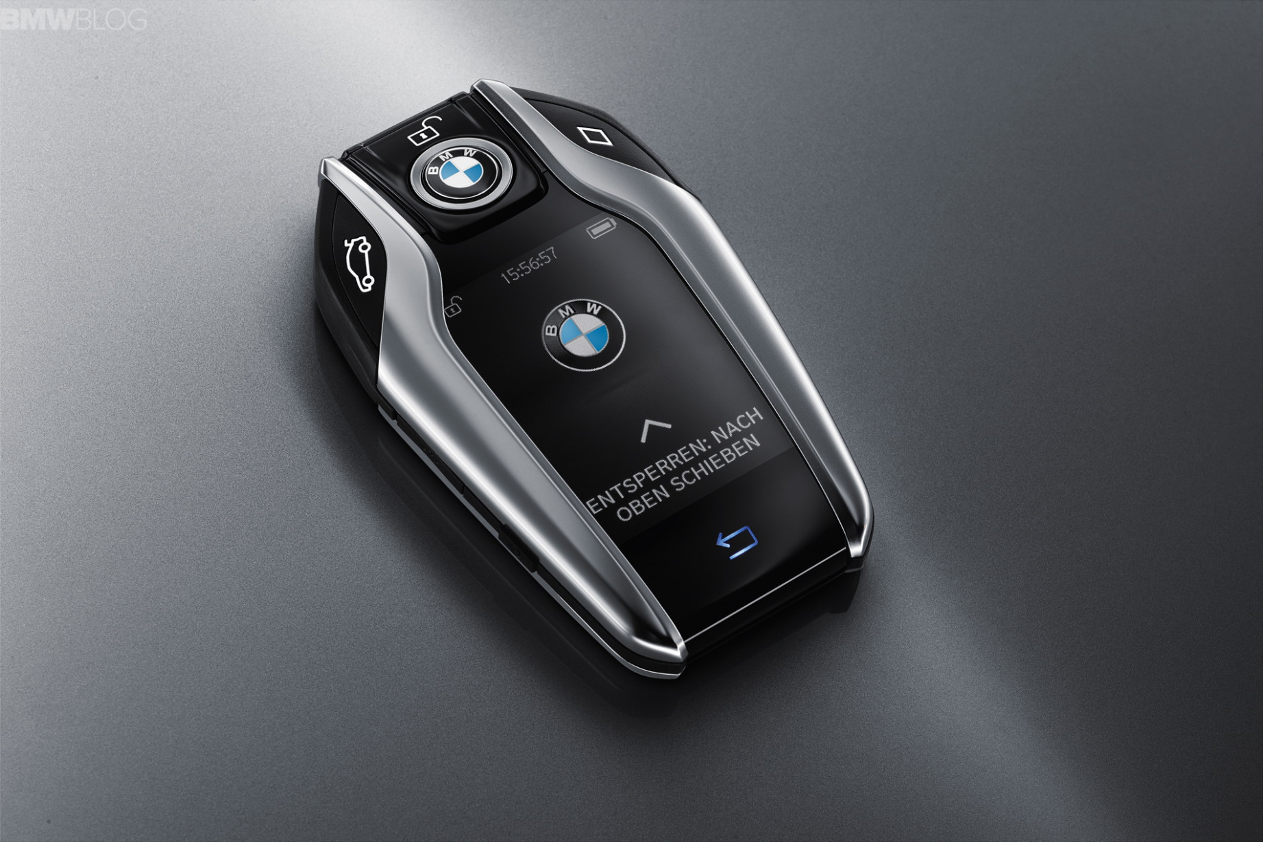The new key fob for BMW 7 Series activates Remote Control Parking - 2020 bmw key