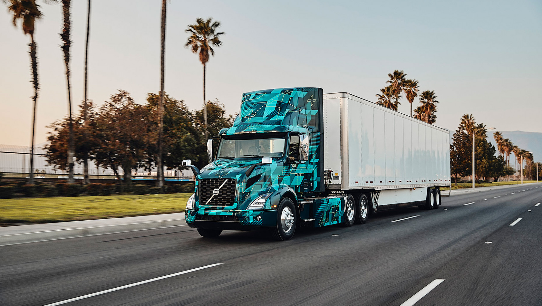 Volvo Trucks in North America demonstrate electric heavy duty trucks - volvo electric truck 2020