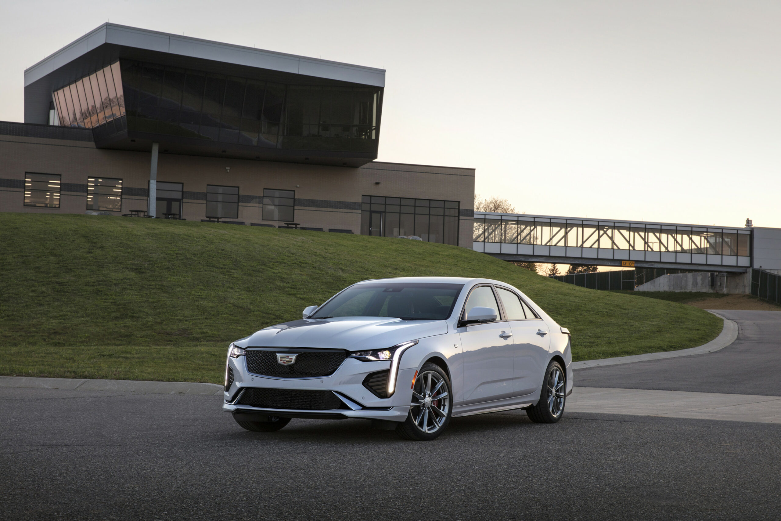 With the 8 Cadillac CT8, GM begins to expand its hands-free ..