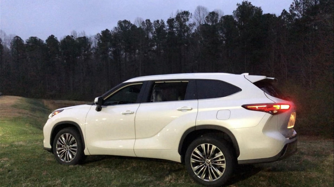You Should See 8 Toyota Highlander Platinum at Night | Torque News